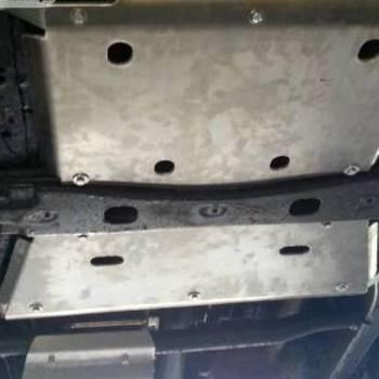 Beschermplaat voor versnellingsbak Y61
